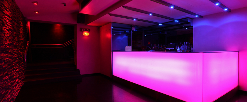 cercasi lesbica night club firenze